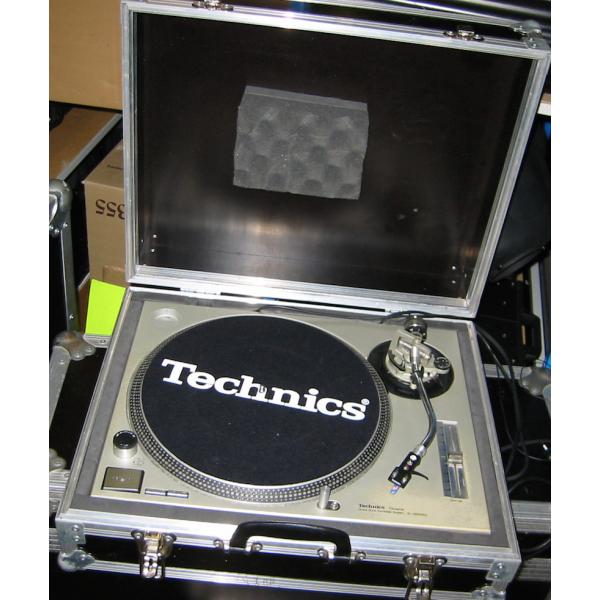 technics platine vinyle sl 1200 mk2 livr e en flight. Black Bedroom Furniture Sets. Home Design Ideas