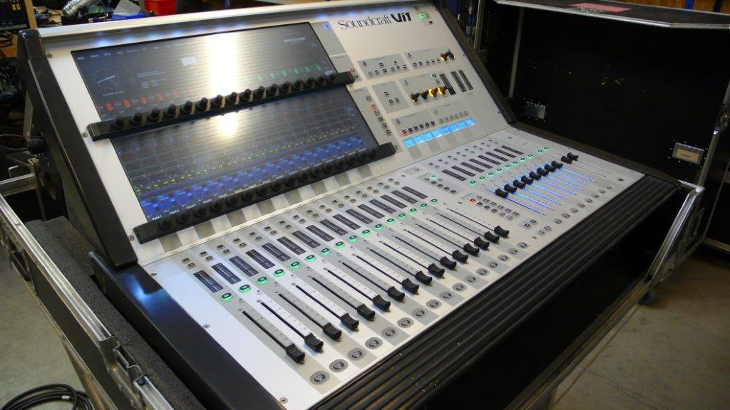 soundcraft table de mixage num rique vi1 inclus flight. Black Bedroom Furniture Sets. Home Design Ideas