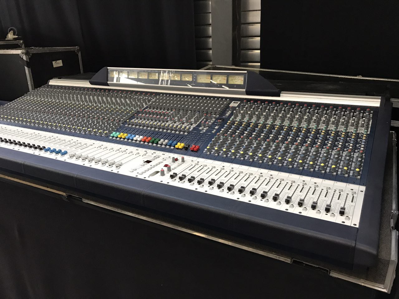 soundcraft table de mixage mh4 livr e en flight case. Black Bedroom Furniture Sets. Home Design Ideas